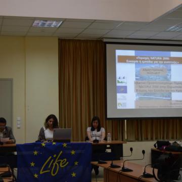 Ο Αντιδήμαρχος Γόρτυνας κ. Αντώνιος Πρινιανάκης (αριστερά), η κα. Τάνια Πλουμή, υπεύθυνη δράσεων επικοινωνίας του έργου LIFE Natura2000Value Crete (μέση) και η κα. Ελισάβετ Γεωργοπούλου, εξωτερική συνεργάτης του ΜΦΙΚ (δεξιά)