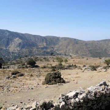 Η κορυφή Κυνηγός, από τη θέση Αρμίχια, Κατωφύγι