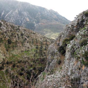Γεωλογικοί σχηματισμοί στο φαράγγι της Ρόζας.