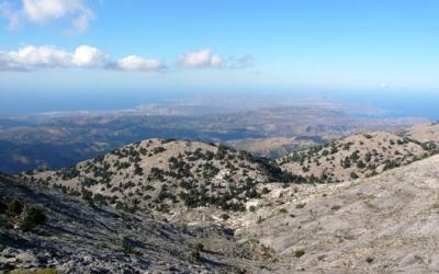Κορυφή Ψαρή, στα βορειοανατολικά Λευκά Όρη.